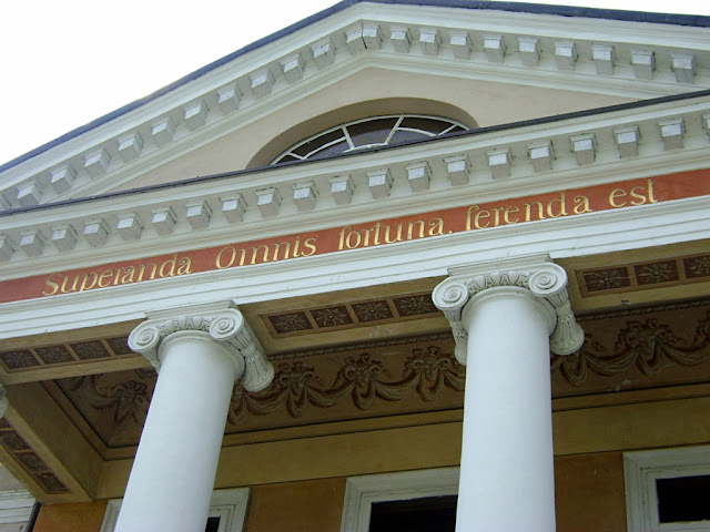 pałac, napis