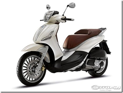 2011-Piaggio-Beverly-300ie-1.jpg2011 Piaggio Scooters Picture 2 of 11
