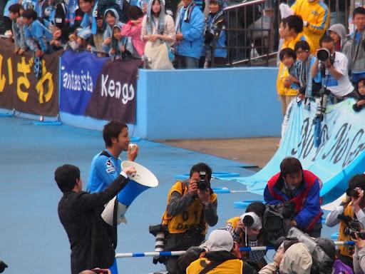 [写真]J初ゴールで初トラメガパフォーマンスの小林悠