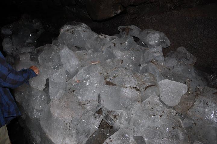 鳴沢氷穴の氷の写真