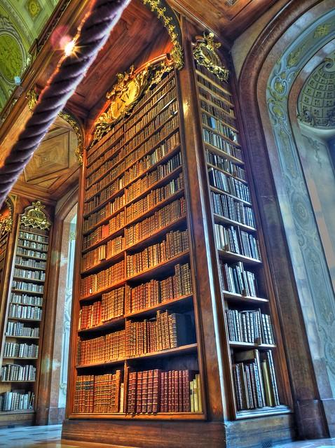 Национальная австрийская библиотека, Вена - книги за последние несколько столетий...