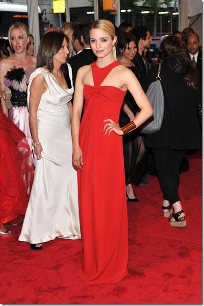Dianna Agron an der Gala   traf roten Kleid
