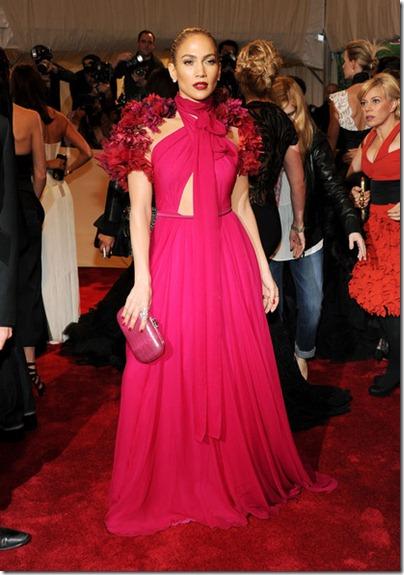 Jennifer Lopez in fuscia Gucci-Kleid an der MET Gala 2011