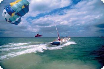Quintana Roo, Riviera Maya, Parasailing - Photo by Riviera Maya