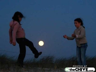 hold-on-the-moon-trick-pics-3