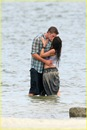 miley-cyrus-liam-hemswroth-kiss-14