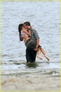 miley-cyrus-liam-hemswroth-kiss-07