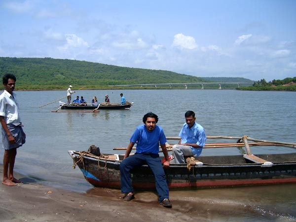 Boats and Passengers to Kade Varcha Ganapati