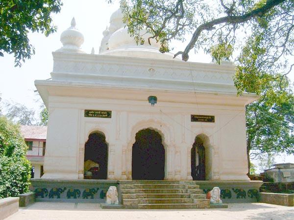 Kade Varcha Ganpati Temple Premises