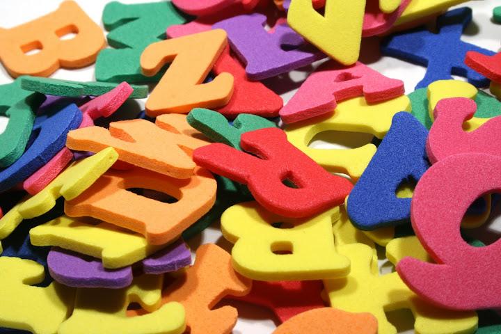 Várias letras coloridas