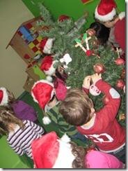 στολίζουμε-το-δέντρο-μας-(4)