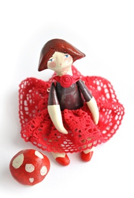 Artisan Gallery Team Munieca Paloma doll