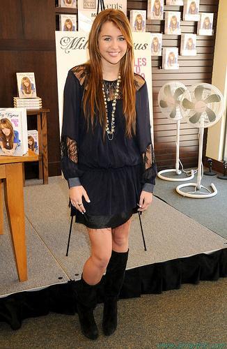 actress miley cyrus pics