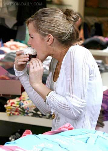 Emma watson shopping. Labels: Emma Watson, Emma Watson Funny,