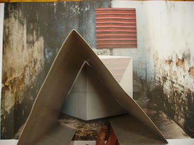 Diálogo pelo catálogo com sem título (Ação de tornar visível as seis faces de um cubo) de Marcelino Peixoto