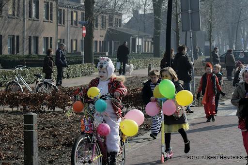 carnavalsoptocht josefschool 04-03-2011 (16).JPG