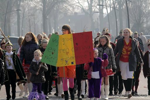 carnavalsoptocht josefschool 04-03-2011 (18).JPG