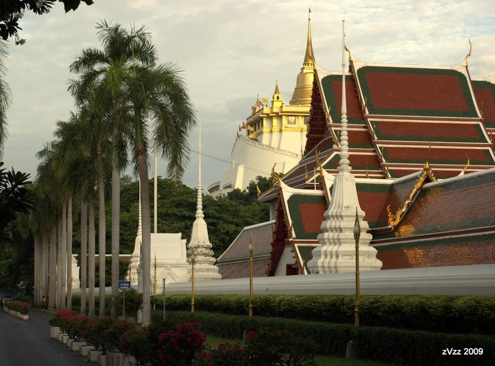 Вид на храм Сакет в утреннем свете