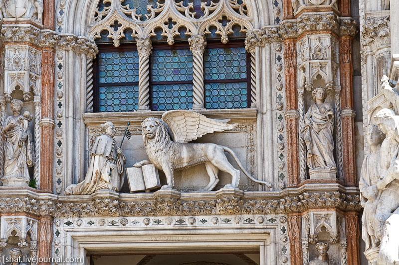 Италия, Венеция, базилика Сан-Марко, барельеф со львом Святого Марка | Venezia, Italy | Benatky, Italie