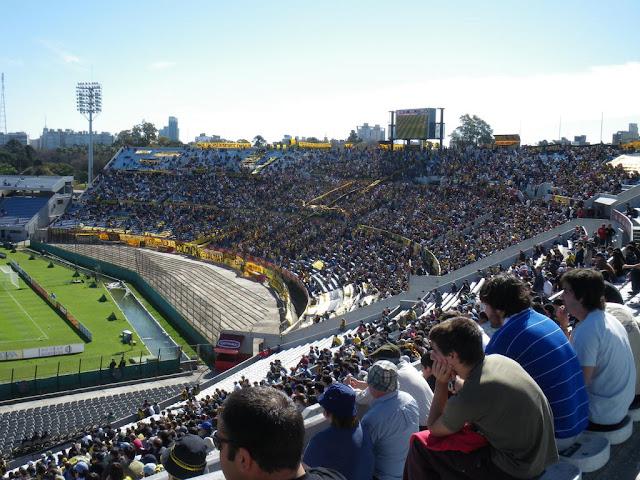 La barra de Peñarol en el Centenario