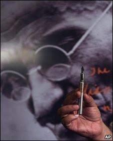 A caneta Montblanc, edição especial Mahatma  Gandhi