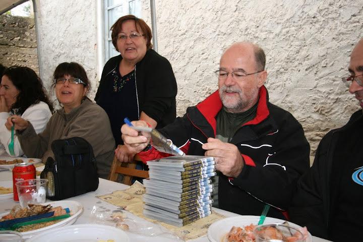 Antonio AMR firmando sus discos
