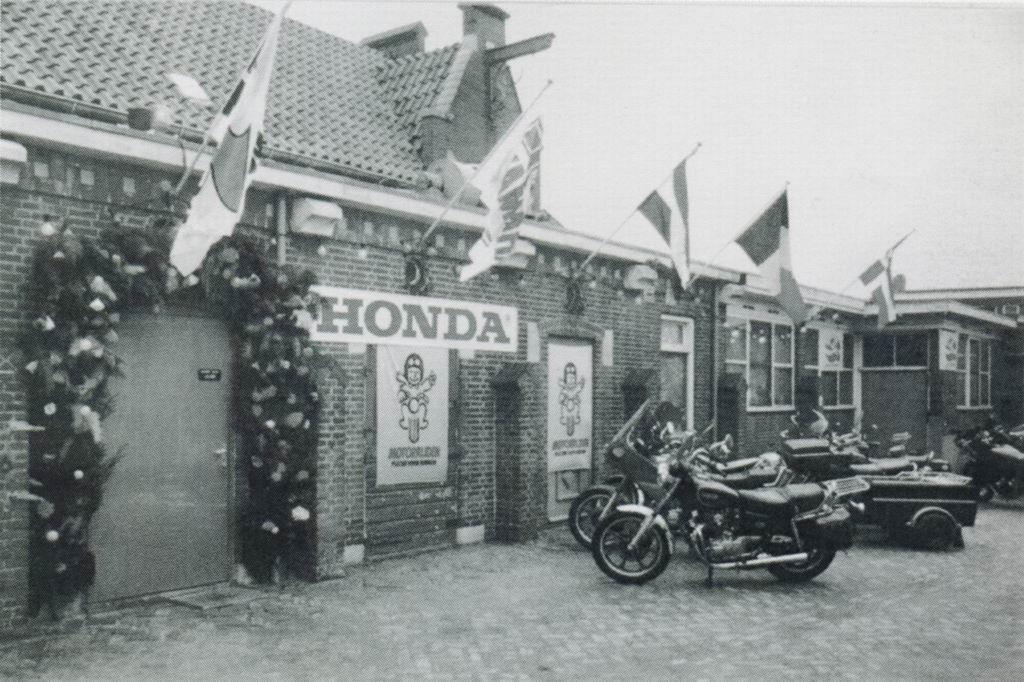 1985 - Opening Piushaven b.jpg
