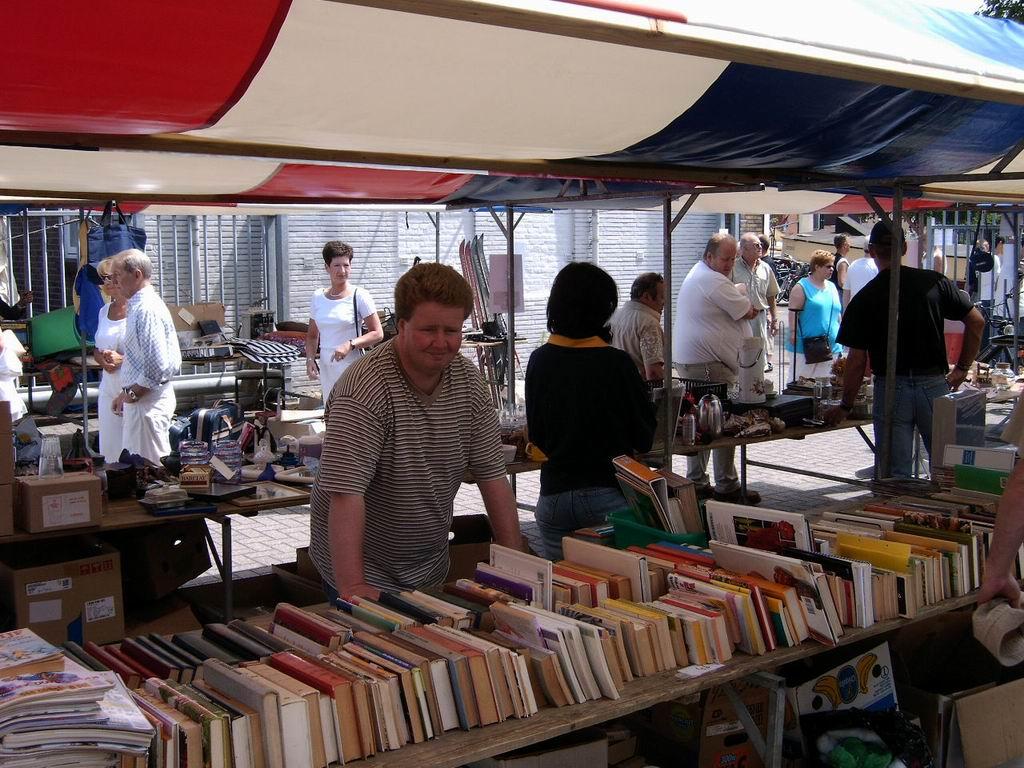 2005 - Rommelmarkt, 26-06 023.jpg