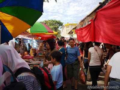 Gaya Street Sunday Market picture sabah escapade  photo