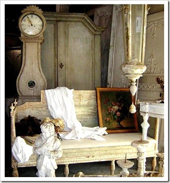 gustavian-settee-french-gray-blue-clock-antiques-brocante-flea-market-home-room-eclectic-ideas-wood-furniture-decorating