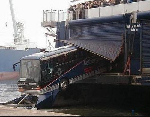 bizarre-traffic-accidents11