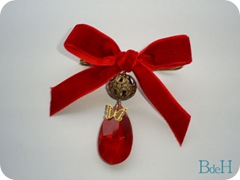 Broche lagrima roja