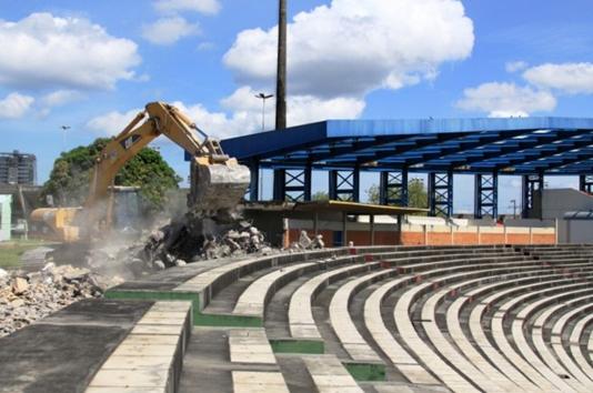 Demolição do Vivaldo Lima