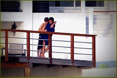 selena-gomez-justin-bieber-kissing-couple-15