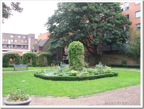 St Georges Churchyard Gardens - Marshalsea Prison 5