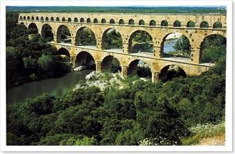Aqueduct_PontDuGard_Nimes