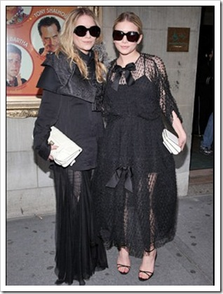 mary-kate-ashley-olsen-julianne-moore-all-black
