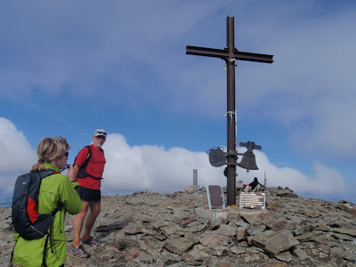 El Ramon i la Sílvia arribant al cim del Puigmal
