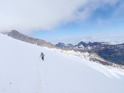 La Sílvia creuant la glacera