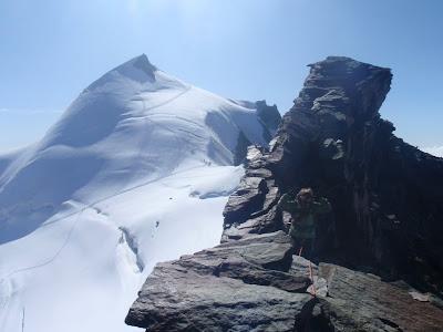 Al fons l'Allalinhorn, des de la cresta