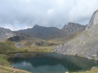 Llac Castérau i al fons el Pico de los Monjes