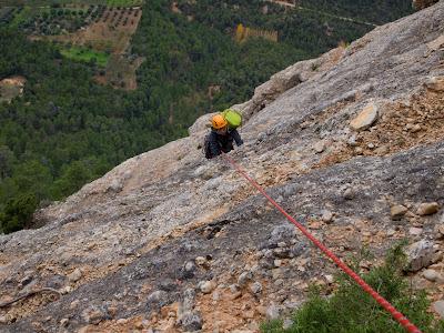 La Sílvia escalant un tram fins al cable
