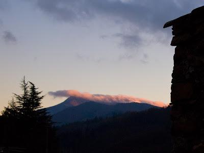 Montseny i les Agudes (esquerra) vist des d'Espinelves