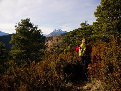 Avançant per la carena de la Roca Tiraval