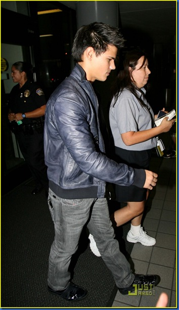 taylor-lautner-takes-vancouver-01