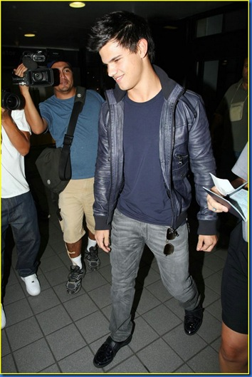 taylor-lautner-takes-vancouver-02