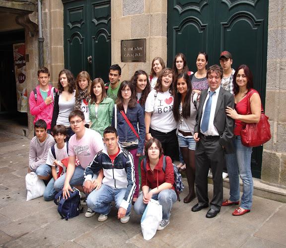 Alumnos e alumnas de 4º de ESO recollendo en Compostela o terceiro premio de Galicia