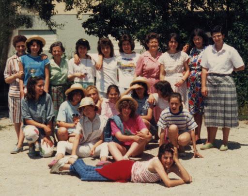 Grupo de alumnas con, de esquerda á dereita, Mary Eusa, Consuelo Amorós, Venturi e Mª Nieves