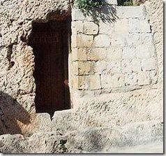 entrance_tomb_jesus_jerusalem