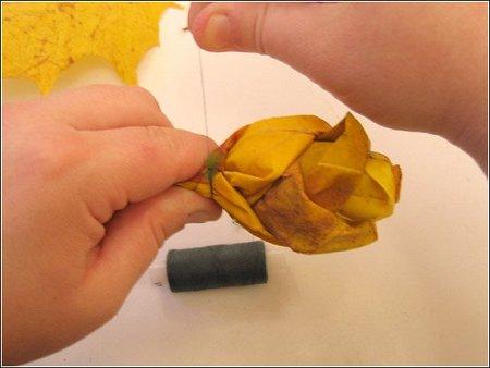 http://lh3.ggpht.com/_q6EEIoA3F3c/SpGIdONZjsI/AAAAAAAAACE/vrcIERUo45c/s512/art-origami-rose-from-mapple-leaf-11.jpg